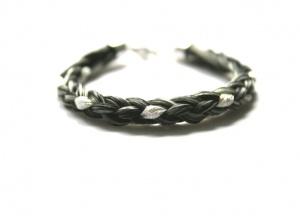 SA003 Armband geflochten mit einer Silbersträhne