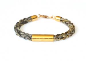 Armband geflochten mit einem langen vergoldeten Echtsilbergravurröhrchen und eingeflochtenen Goldfäden