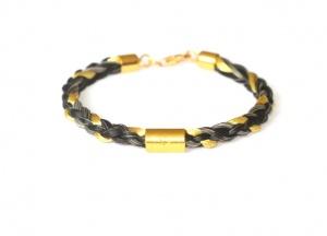 Armband geflochten mit einem kurzen vergoldeten Echtsilbergravurröhrchen und einer eingeflochtenen Goldsträhne