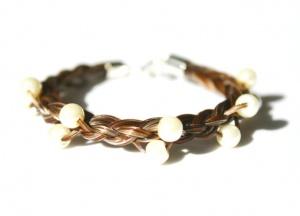 SA002 Armband geflochten mit versilbertem Verschluss und eingeflochtenen Perlen